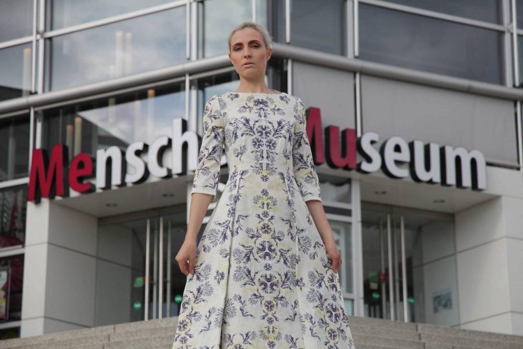 Model Zoe Zobel und Modedsignerin Marina Sebastian ( schwarzes Kleid) Foto: cam.cop media / Klug Model Zoe Zobel und Modedsignerin Marina Sebastian ( schwarzes Kleid) Foto: cam.cop media / Klug Körperwelten Ausstellung